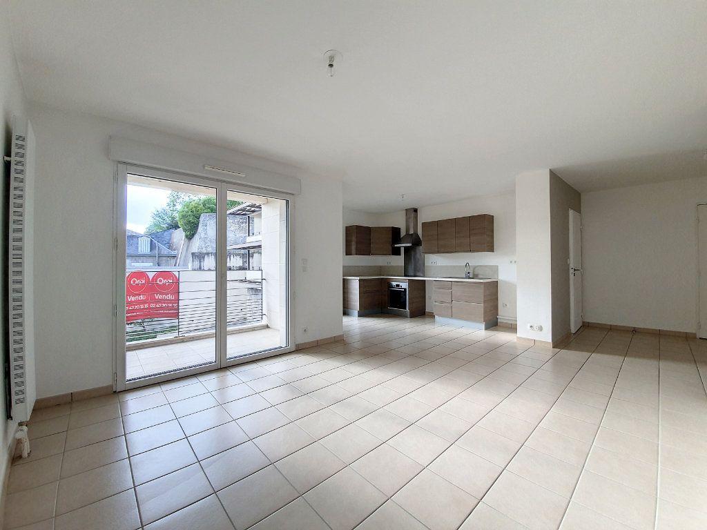 Appartement à vendre 4 81.52m2 à Saint-Cyr-sur-Loire vignette-2