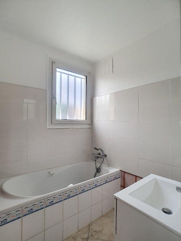 Appartement à louer 4 68.6m2 à Joué-lès-Tours vignette-5