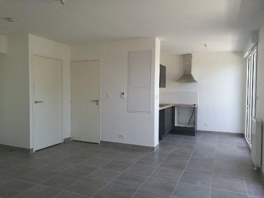 Appartement à louer 1 35.85m2 à Saint-Cyr-sur-Loire vignette-1