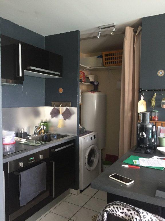 Appartement à louer 2 43.16m2 à Saint-Cyr-sur-Loire vignette-3