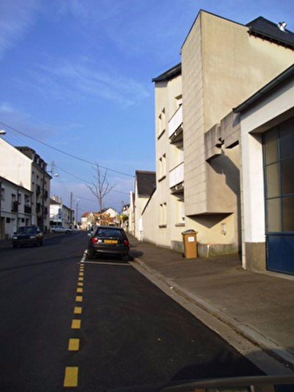 Appartement à louer 1 33m2 à Joué-lès-Tours vignette-1