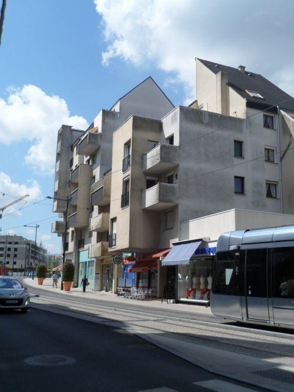 Appartement à louer 3 70.45m2 à Joué-lès-Tours vignette-1