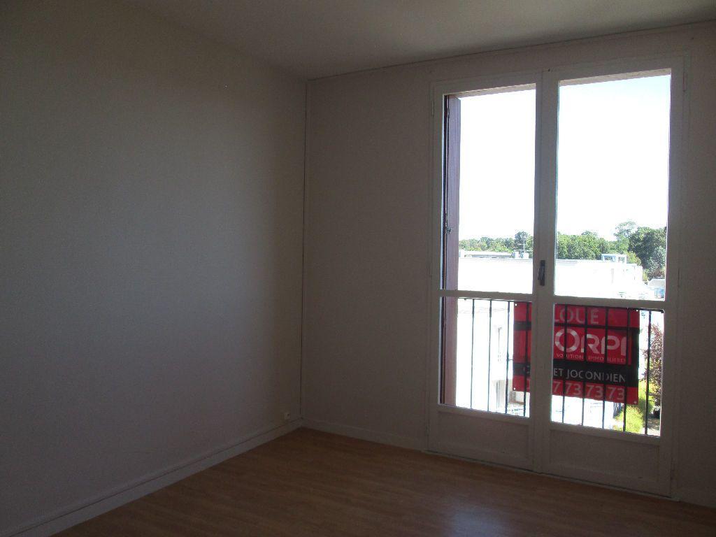 Appartement à louer 3 59.39m2 à Joué-lès-Tours vignette-3