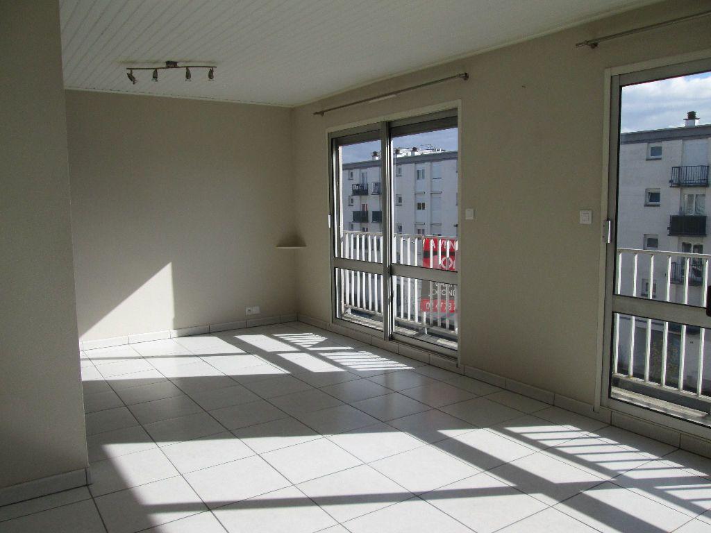 Appartement à louer 2 58.57m2 à Joué-lès-Tours vignette-2