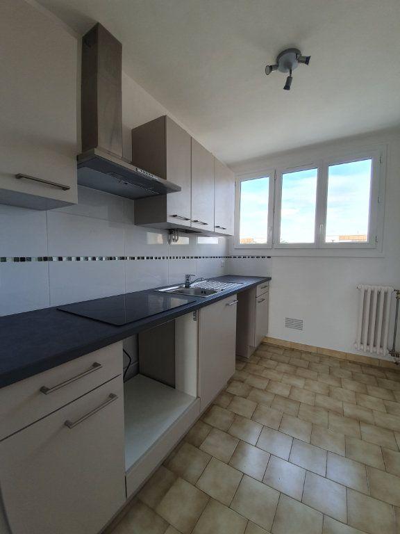Appartement à louer 3 57.62m2 à Joué-lès-Tours vignette-2