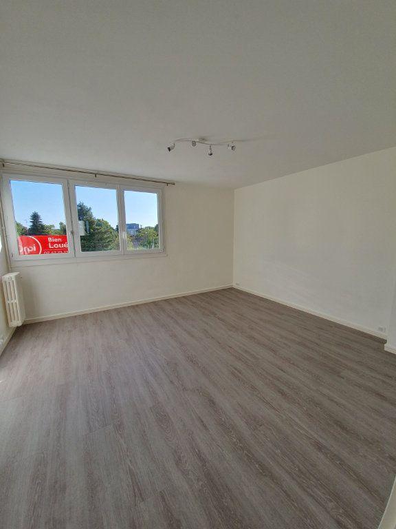 Appartement à louer 3 57.62m2 à Joué-lès-Tours vignette-3