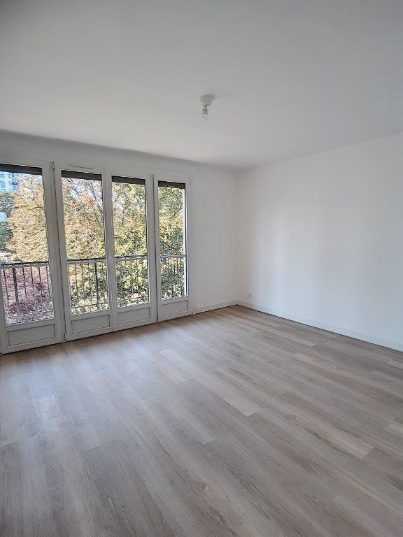 Appartement à louer 4 68.75m2 à Joué-lès-Tours vignette-1