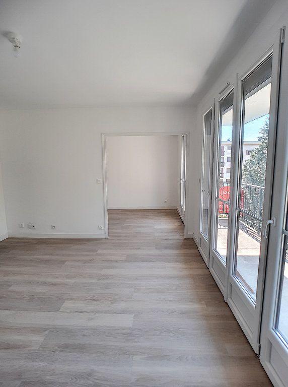 Appartement à louer 4 68.75m2 à Joué-lès-Tours vignette-2