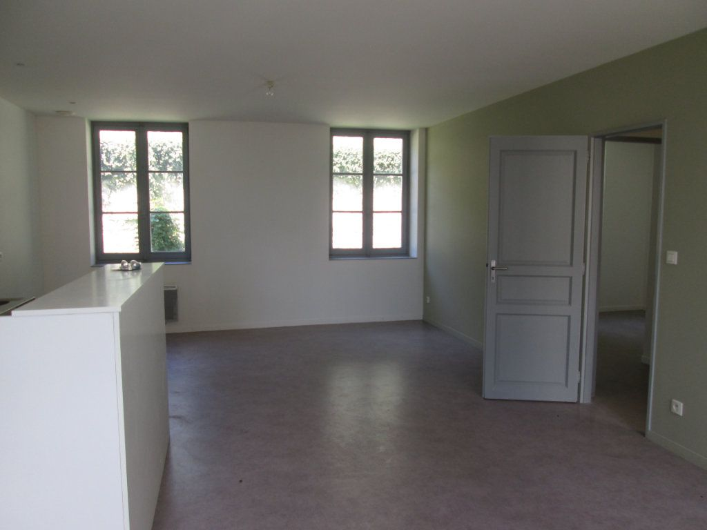 Appartement à louer 3 63m2 à Chinon vignette-1