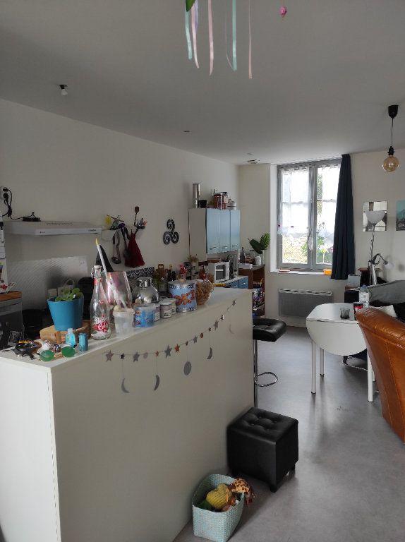 Appartement à louer 3 63m2 à Chinon vignette-5
