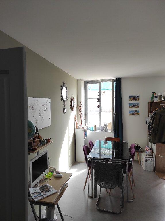 Appartement à louer 3 63m2 à Chinon vignette-6