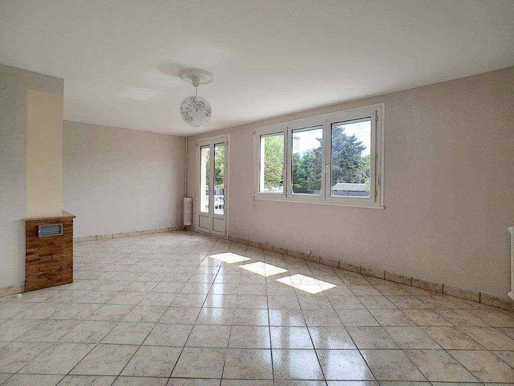 Appartement à louer 4 68.6m2 à Joué-lès-Tours vignette-1
