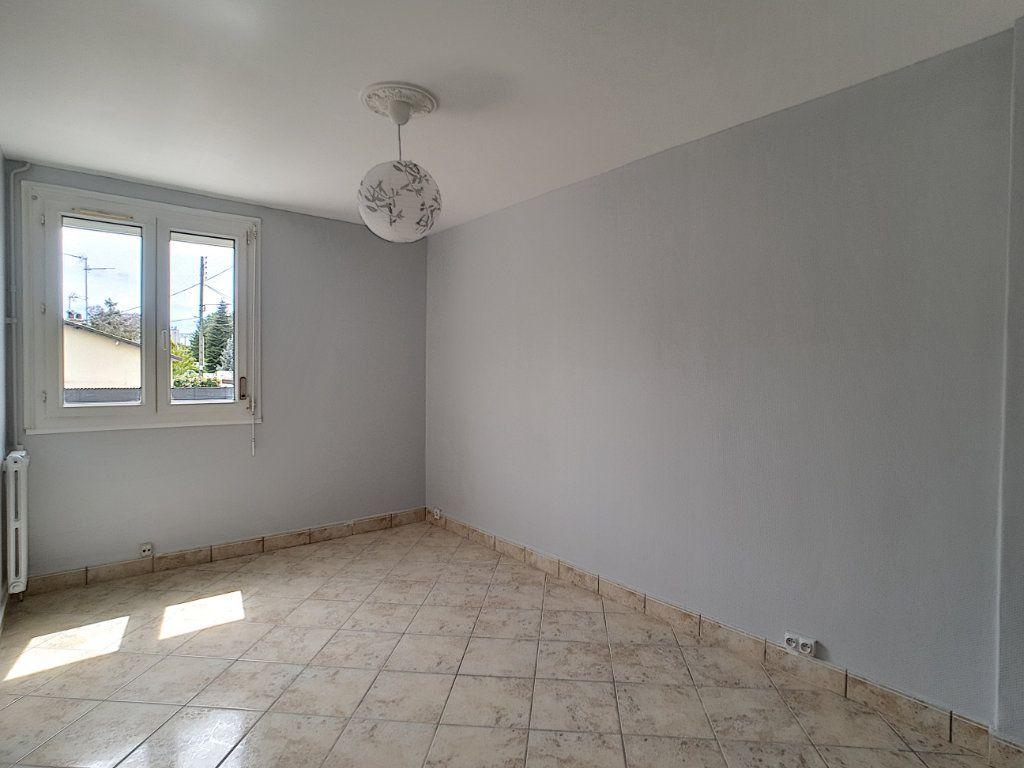 Appartement à louer 4 68.6m2 à Joué-lès-Tours vignette-3