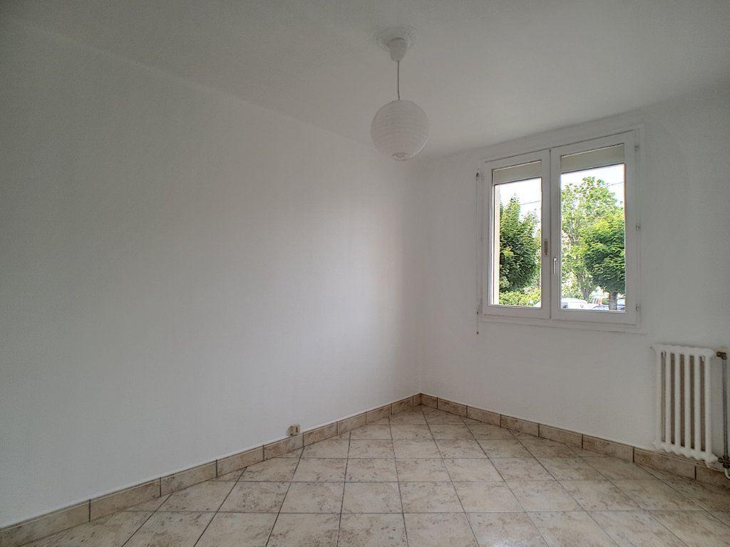 Appartement à louer 4 68.6m2 à Joué-lès-Tours vignette-4