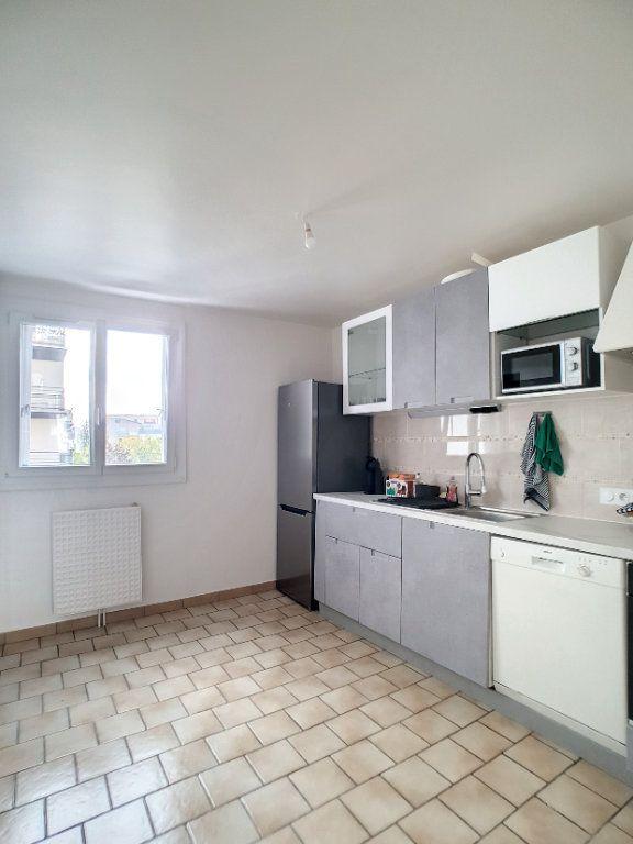 Appartement à louer 3 67m2 à Joué-lès-Tours vignette-2