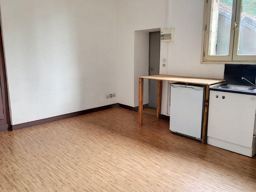 Appartement à louer 2 27.83m2 à Tours vignette-2