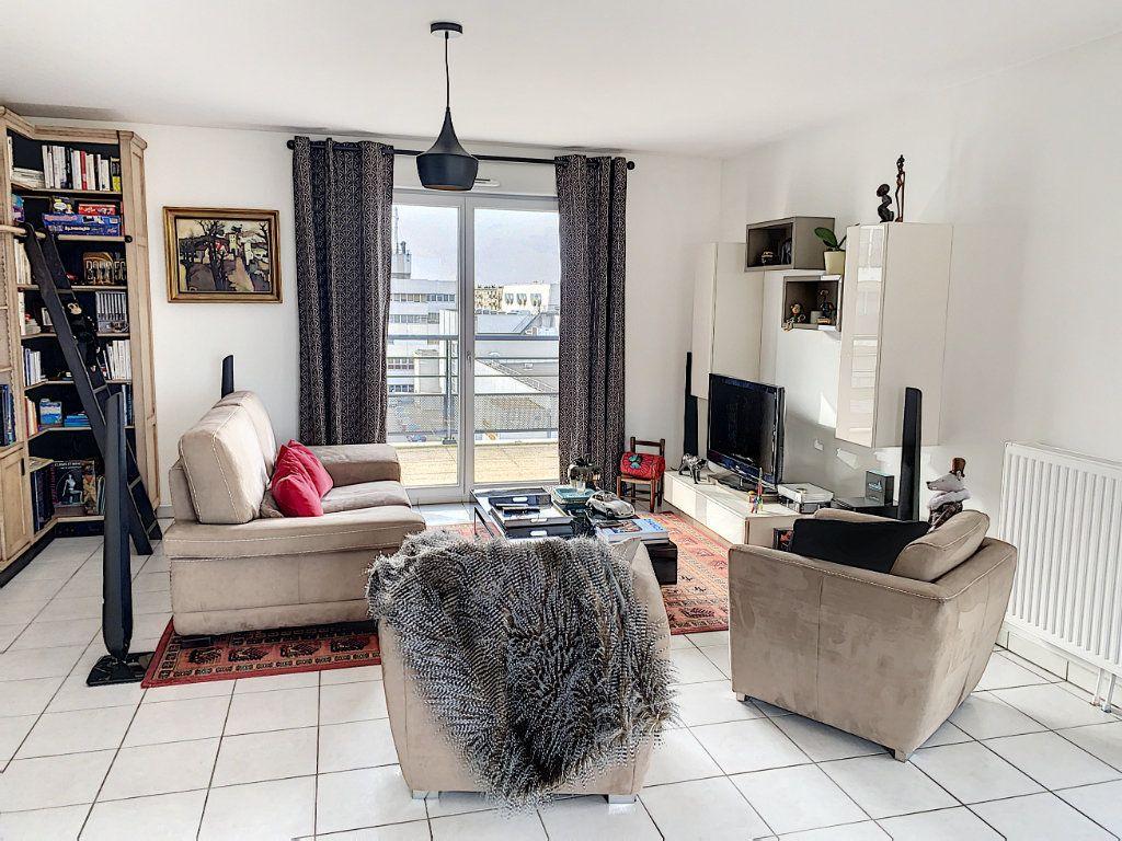 Appartement à vendre 4 92.42m2 à Tours vignette-2