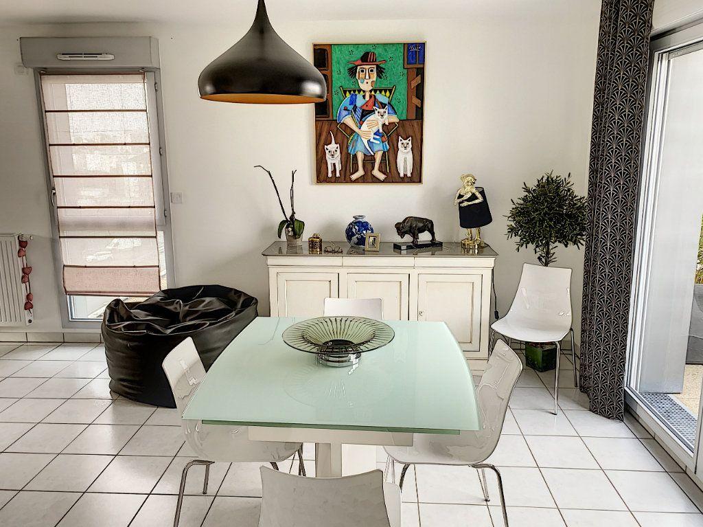 Appartement à vendre 4 92.42m2 à Tours vignette-3