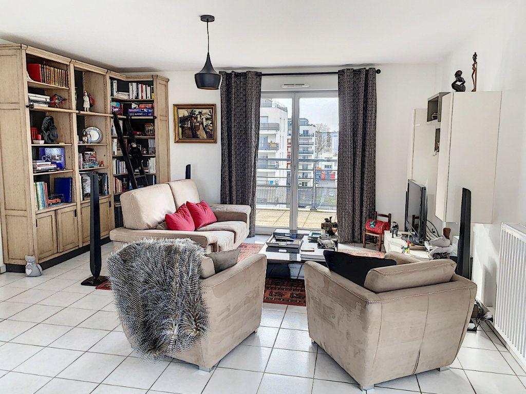 Appartement à vendre 4 92.42m2 à Tours vignette-9