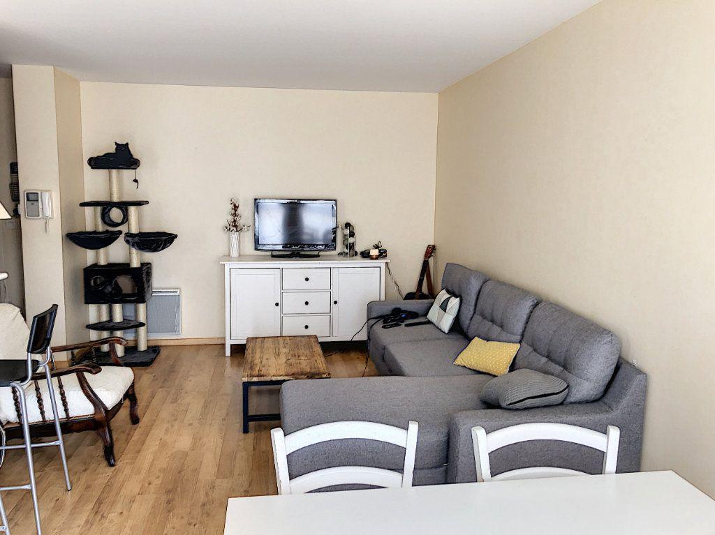 Appartement à vendre 3 64.17m2 à Tours vignette-2