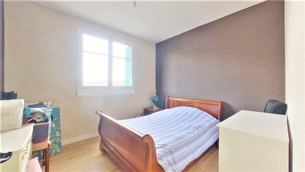 Appartement à vendre 4 70m2 à Argenteuil vignette-7