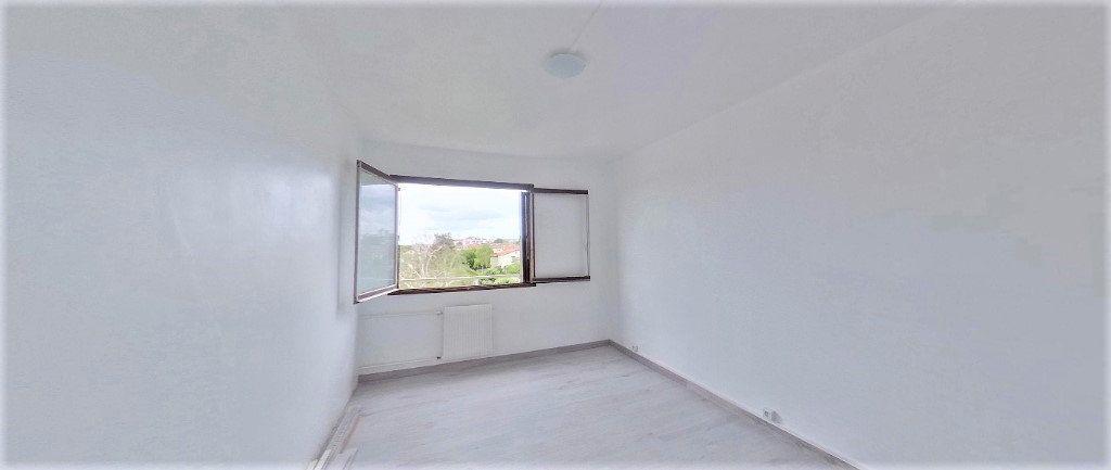 Appartement à vendre 4 92.63m2 à Argenteuil vignette-8