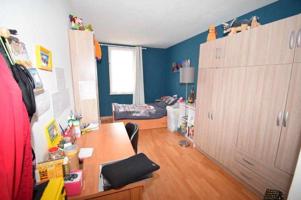 Appartement à vendre 4 82m2 à Ermont vignette-2