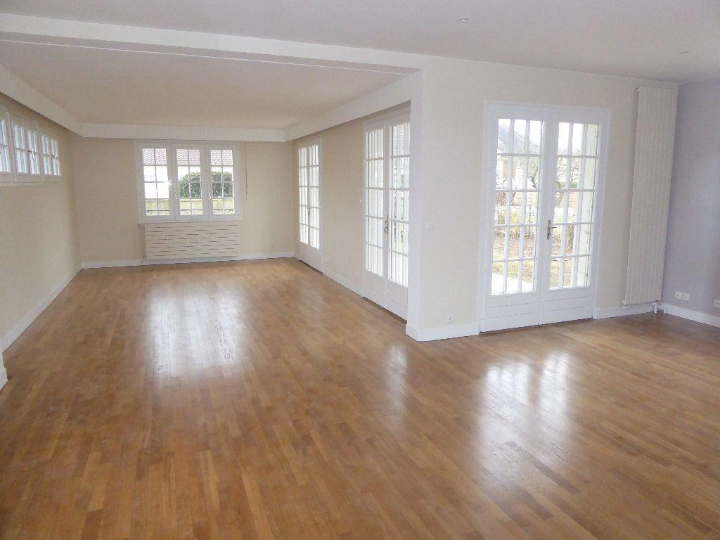 Maison à louer 6 140m2 à Franconville vignette-3