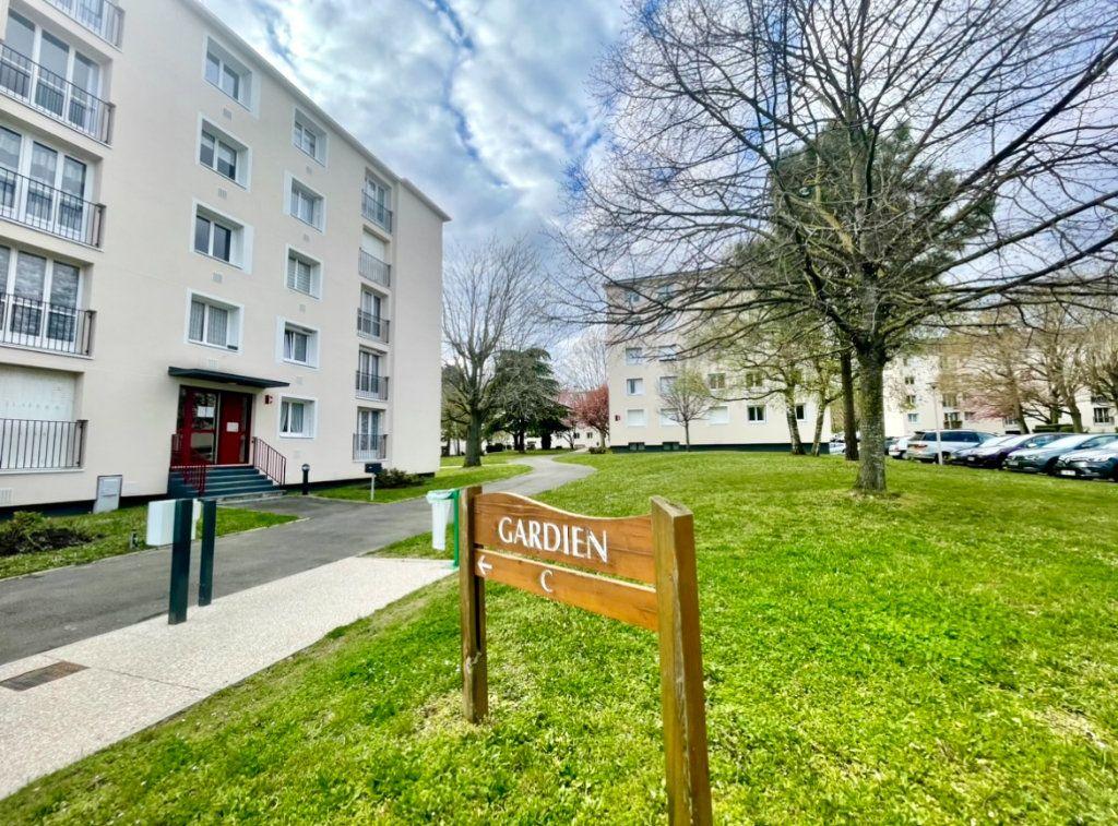 Appartement à vendre 4 68.37m2 à Taverny vignette-1