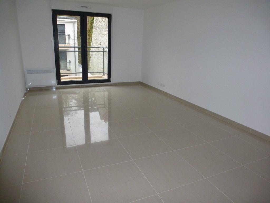 Appartement à louer 2 52.9m2 à Méry-sur-Oise vignette-1