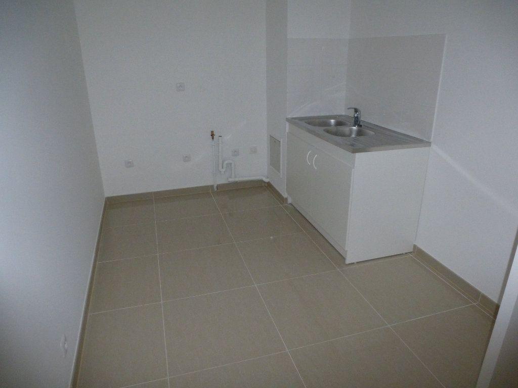 Appartement à louer 2 52.9m2 à Méry-sur-Oise vignette-2