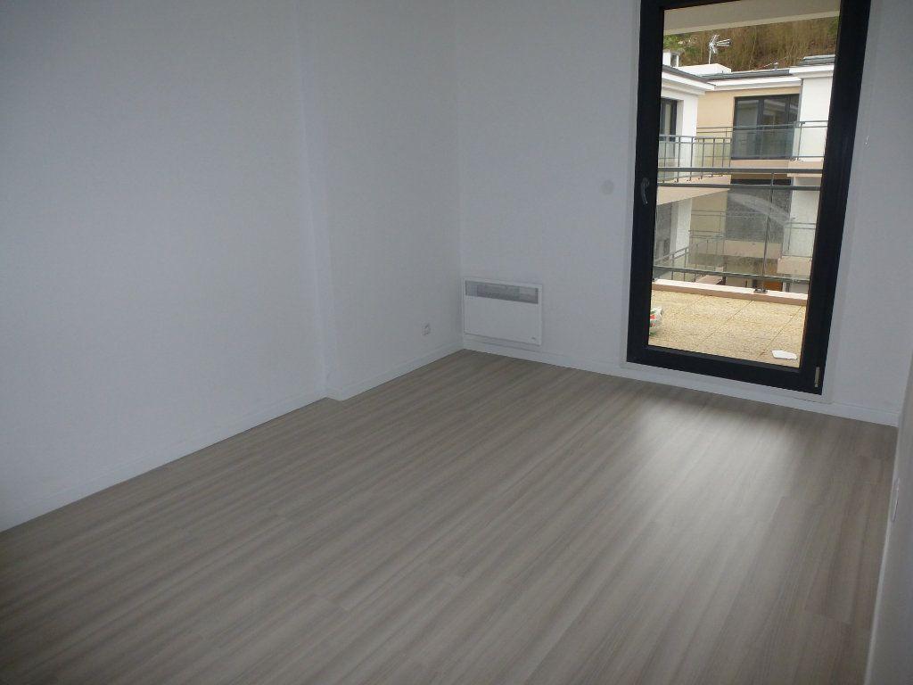 Appartement à louer 2 52.9m2 à Méry-sur-Oise vignette-3