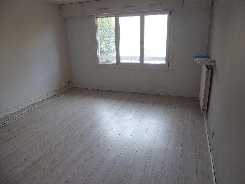 Appartement à louer 3 69.37m2 à Ermont vignette-3