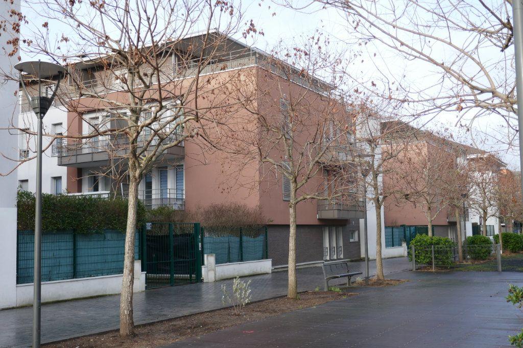 Stationnement à louer 0 0m2 à Montigny-lès-Cormeilles vignette-2