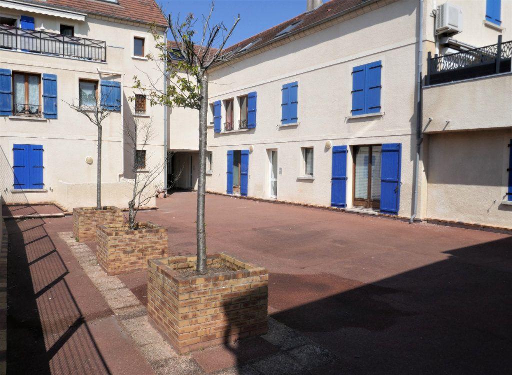Appartement à louer 1 24.43m2 à Saint-Leu-la-Forêt vignette-1