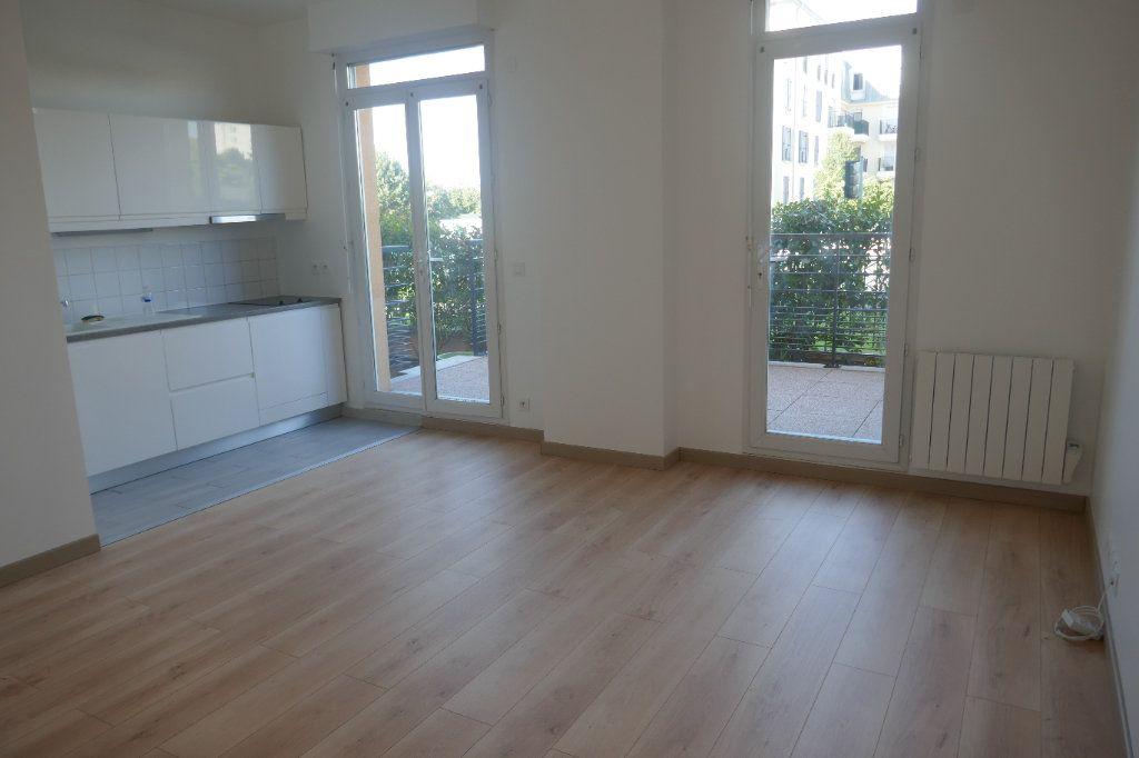 Appartement à louer 2 45.8m2 à Franconville vignette-2