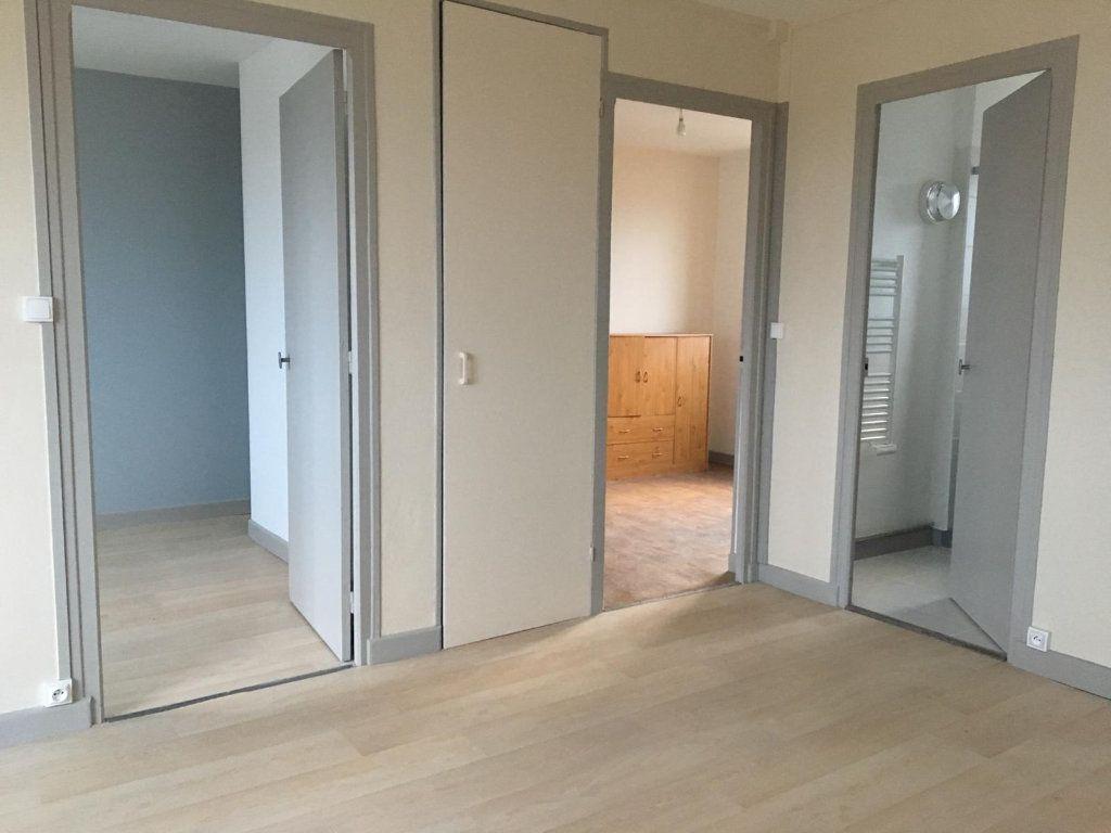 Appartement à louer 3 65m2 à Brethenay vignette-1