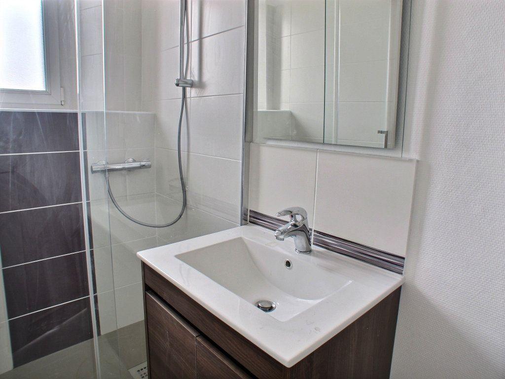 Appartement à louer 3 65m2 à Brethenay vignette-2