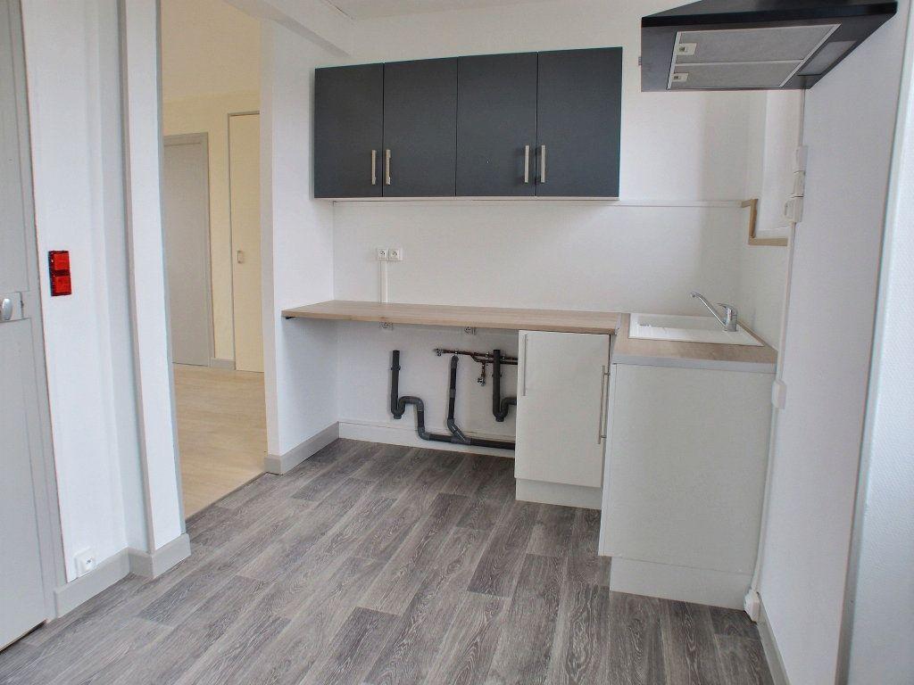 Appartement à louer 3 65m2 à Brethenay vignette-3