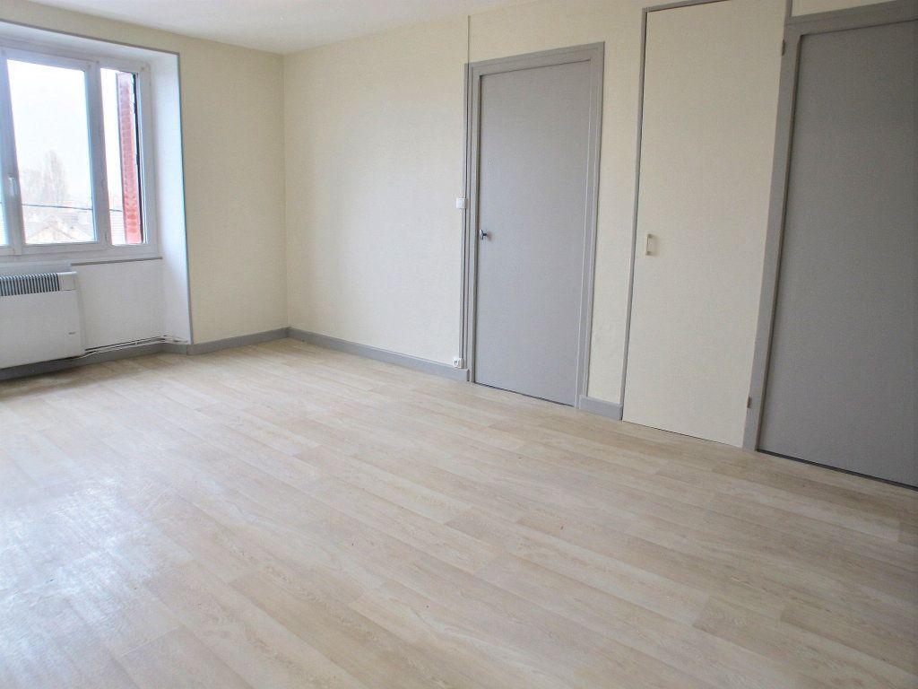 Appartement à louer 3 65m2 à Brethenay vignette-5