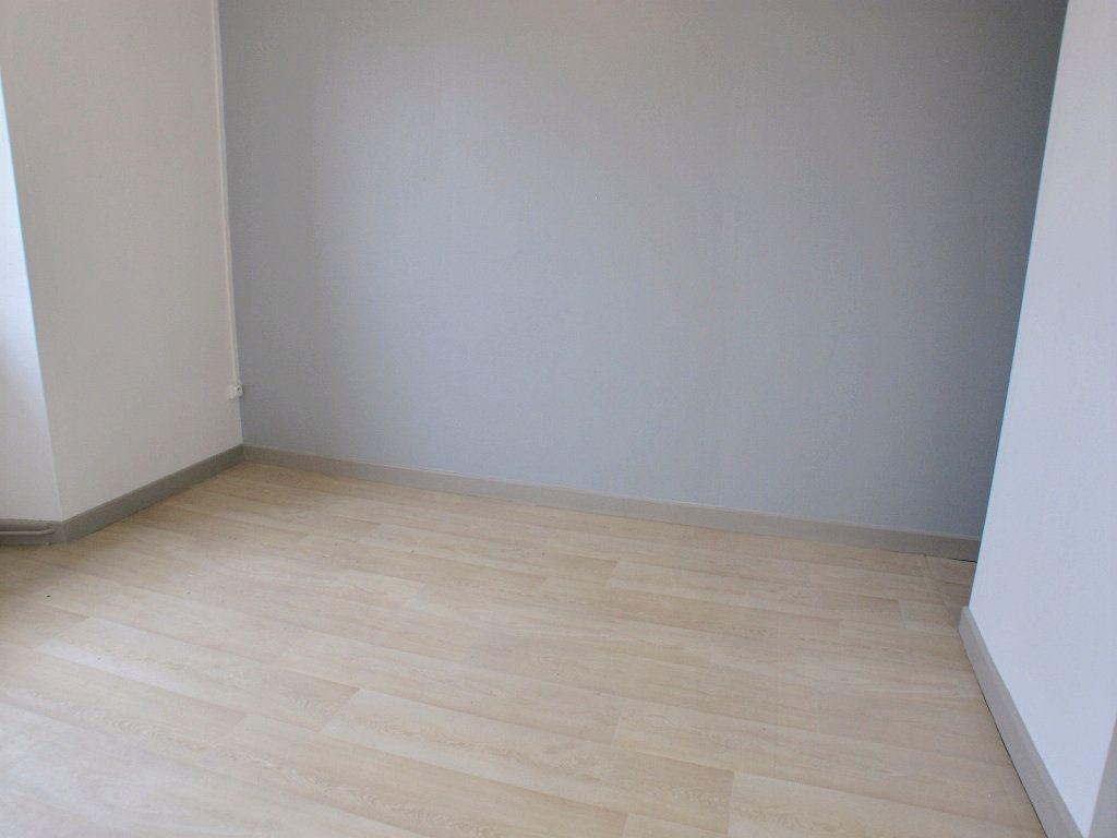 Appartement à louer 3 65m2 à Brethenay vignette-6