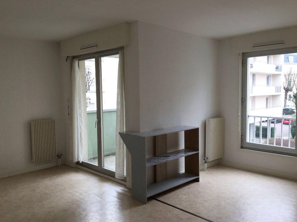 Appartement à louer 1 37m2 à Chaumont vignette-1