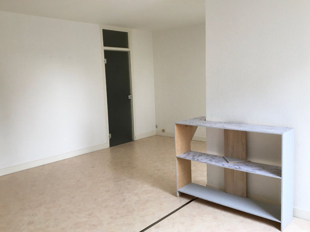 Appartement à louer 1 37m2 à Chaumont vignette-3