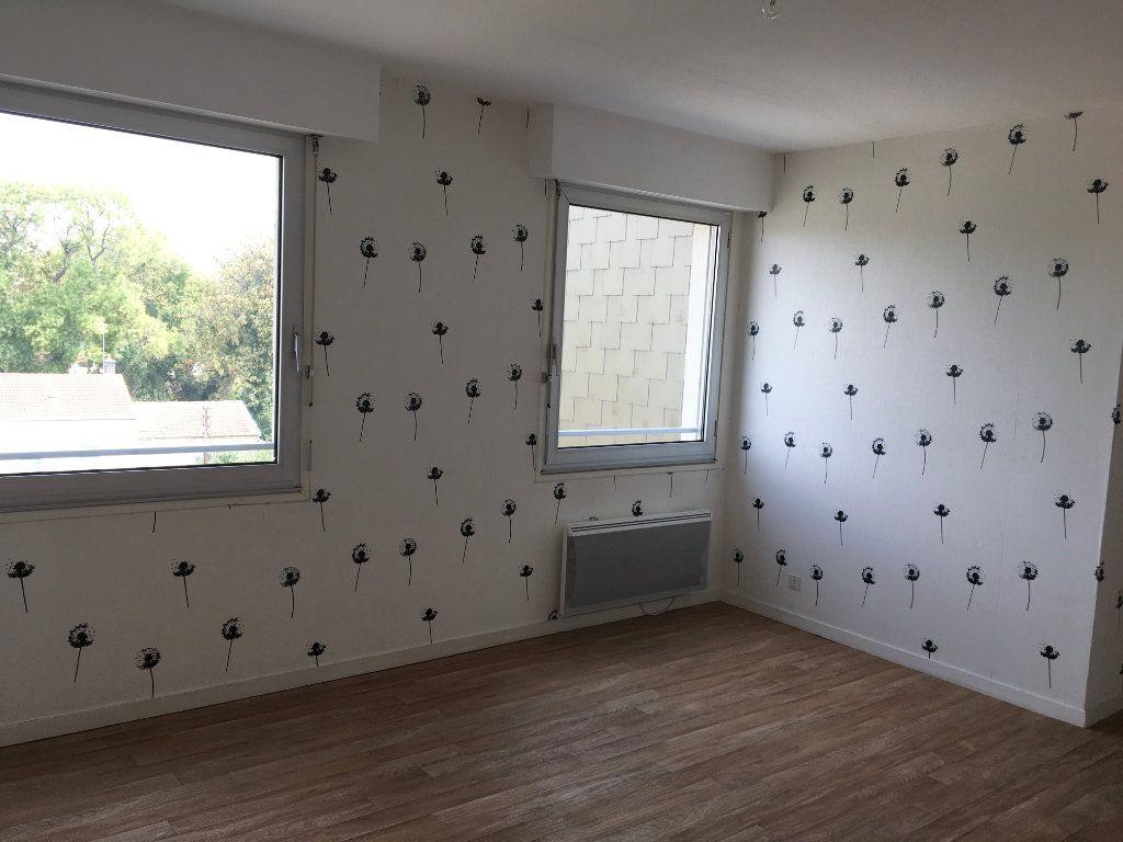 Appartement à louer 1 28m2 à Chaumont vignette-2