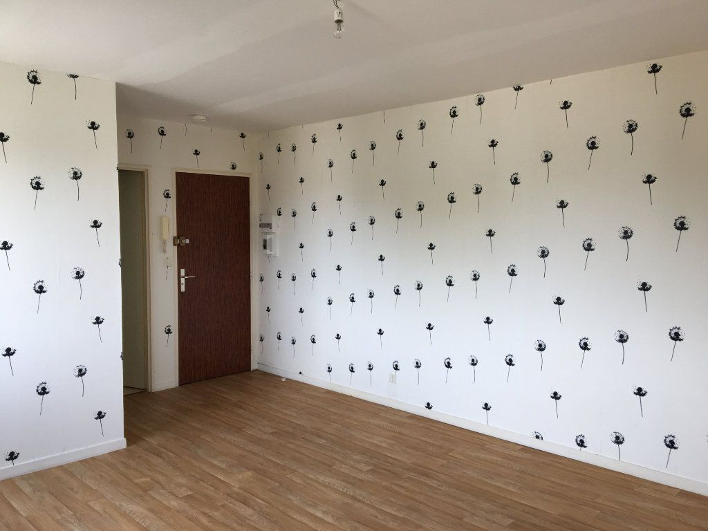 Appartement à louer 1 28m2 à Chaumont vignette-3