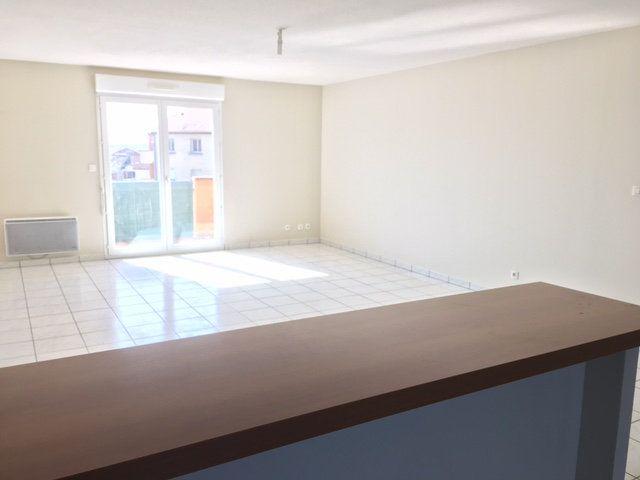 Appartement à louer 4 103m2 à Chaumont vignette-1