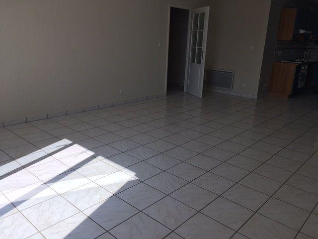 Appartement à louer 4 103m2 à Chaumont vignette-2