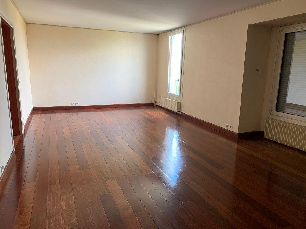 Appartement à vendre 5 121.56m2 à Chaumont vignette-3
