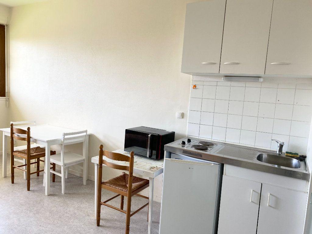 Appartement à louer 1 23m2 à Chaumont vignette-3