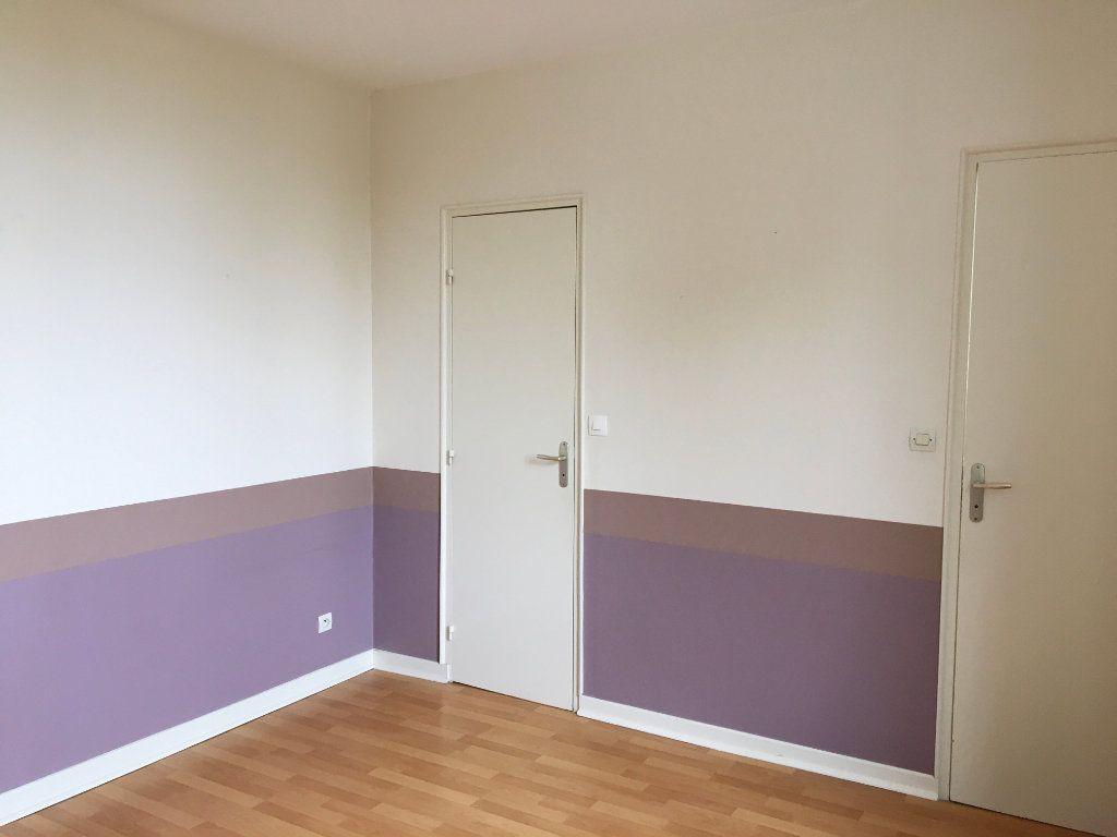 Appartement à louer 2 45m2 à Chaumont vignette-2